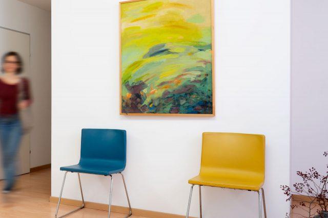 Die Stühle im Warteraum von Dr. Müllner